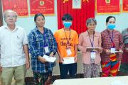 Trao tặng quà cho bệnh nhân nghèo có bệnh lý về máu